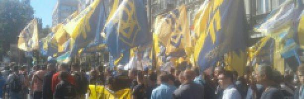 """В центре Киева корпус """"Азов"""" и шахтеры митингуют против """"тарифного геноцида"""""""