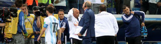 Аргентинские футболисты потребовали сменить тренера на матч против Нигерии