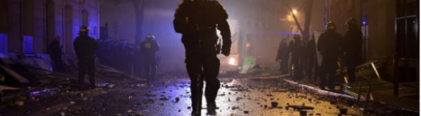 Во Франции протестующих разгоняют слезоточивым газом и водометами