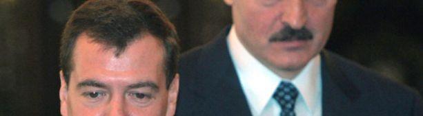 Лукашенко сообщил о разозлившем его разговоре с Медведевым про Абхазию