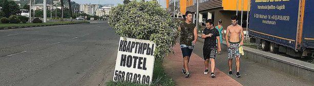 Владельцы гостиниц в Грузии вышли на митинг из-за срыва турсезона