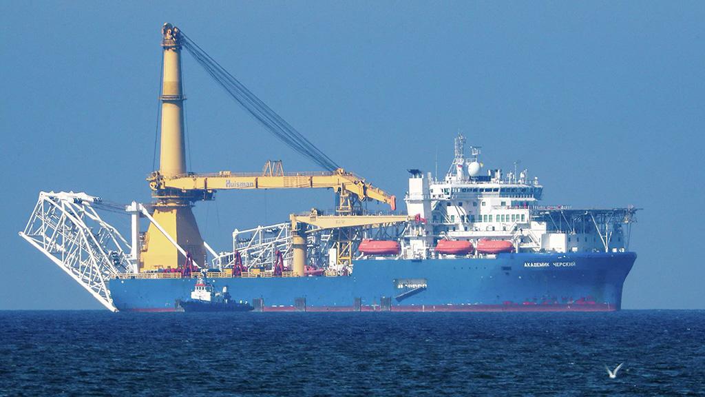 """Способное достроить """"Северный поток — 2"""" судно направилось в Висмар"""